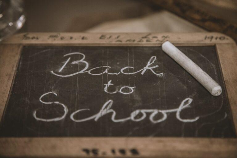Cum poate ajuta o soluție digitală de management al vizitatorilor școlile