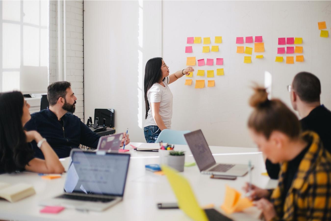 Read more about the article 8 roluri pentru viitorul HR